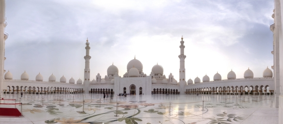 Die Sheikh Zayed Grand Mosque in Abu Dhabi  Fünf Rapps in